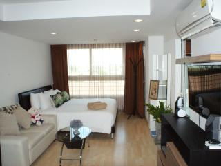 Studio Apartment, FAST! Internet_unit 322 - Kathu vacation rentals