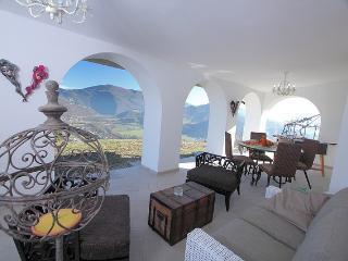 Nice 3 bedroom Acqualagna Villa with Internet Access - Acqualagna vacation rentals