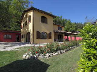 Bright 2 bedroom Apartment in Acqualagna - Acqualagna vacation rentals