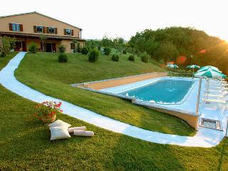 Spacious 4 bedroom Villa in Acqualagna with Internet Access - Acqualagna vacation rentals