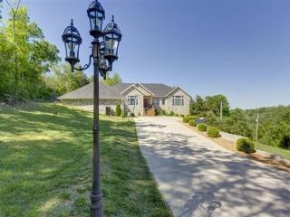 5+ Bedroom Luxury Newer Private Home - HOT TUB - Enjoy Branson  :-) - Branson vacation rentals