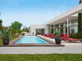 Villa Llenaire is a 5 star luxury reveiwed Villa. - Port de Pollenca vacation rentals