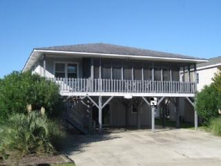 Sunset Beach steps to beach- 5 bedrooms 2 kitchens - Sunset Beach vacation rentals