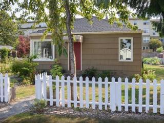 Walkable 2 Bedroom in fun Greenwood Area - Seattle vacation rentals