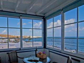 Daggoo ocean cottage - Arrieta vacation rentals