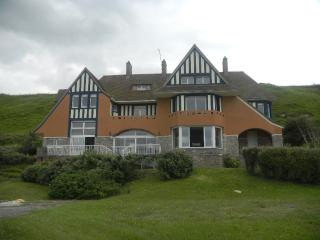 Beautiful 6 bedroom Chateau in Vierville-sur-Mer - Vierville-sur-Mer vacation rentals