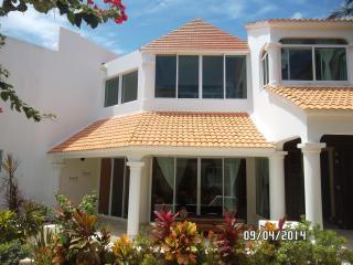 PUERTO MORELOS Beach Front Villa Tranquility - Puerto Morelos vacation rentals
