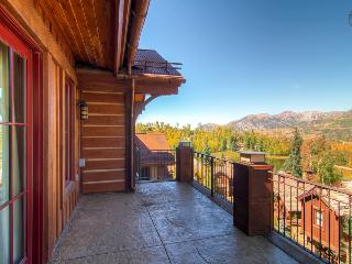 I can see for miles and miles and miles…Community hot tubs and courtyard, close to Mountain Village core - The Treetop at Elksto - South Lake Tahoe vacation rentals