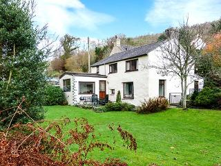 BANK END COTTAGE, character features, WiFi, pet-friendly, lawned garden, near Broughton-in-Furness, Ref 12117 - Broughton-in-Furness vacation rentals