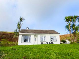 THE GLENS, pet-friendly, country holiday cottage, with a garden near Ballinskelligs, County Kerry, Ref 27234 - Portmagee vacation rentals