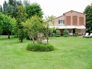 Bright Villa with Dishwasher and Central Heating - Castelfranco Di Sotto vacation rentals
