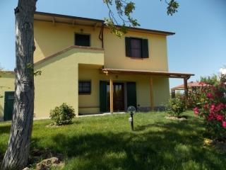 Nice Farmhouse Barn with Deck and Internet Access - Manciano vacation rentals