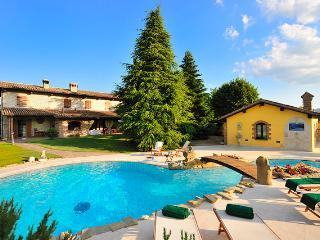 4 bedroom Villa with Internet Access in Gubbio - Gubbio vacation rentals