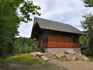 Log Cabin Family Getaway - 6 bedrooms - Lac-Superieur vacation rentals