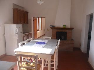 Sunny 3 bedroom Torrita di Siena Condo with Towels Provided - Torrita di Siena vacation rentals
