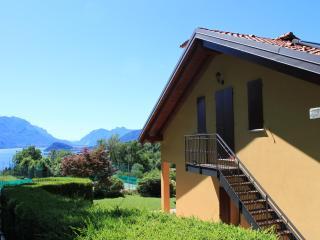 Perfect 2 bedroom Menaggio House with Internet Access - Menaggio vacation rentals