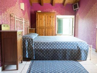 Bright 6 bedroom Bed and Breakfast in Rivoli Veronese - Rivoli Veronese vacation rentals