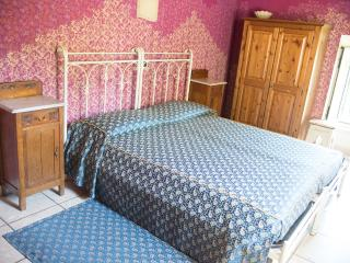 Nice B&B with Internet Access and Outdoor Dining Area - Rivoli Veronese vacation rentals