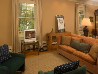 Murhouse Suite (M801) - Greater Boston vacation rentals