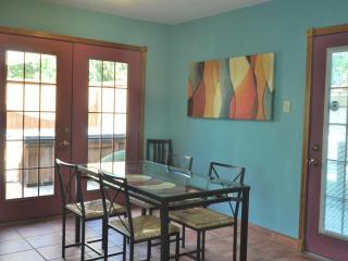 Comfy 2/1 w/ Private Hot Tub! King + queen bed - Austin vacation rentals
