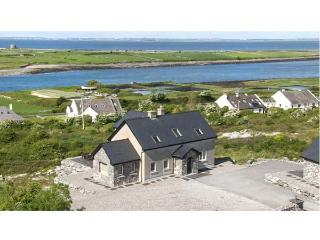 SAN THERESE, family friendly, with a garden in New Quay, County Clare, Ref 4645 - Galway vacation rentals