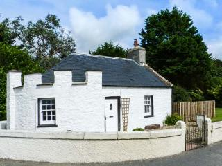 EAST LODGE, character, pet-friendly cottage with WiFi and multi-fuel stove in Dunragit, Ref. 905943 - Stranraer vacation rentals
