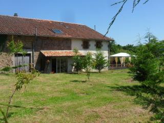 Vallee des Chenes Chambre d'hotes - Brigueuil vacation rentals