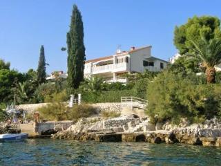 Tija ~ RA31771 - Okrug Gornji vacation rentals