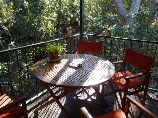 Cozy 2 bedroom Magnetic Island House with Deck - Magnetic Island vacation rentals