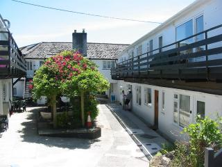 Comfortable 3 bedroom Condo in Helford Passage with Internet Access - Helford Passage vacation rentals