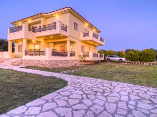 Beautiful Villa close to all amenities and only 800 metres from the sandy beach - Rethymnon vacation rentals
