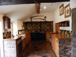 Nice 3 bedroom Farmhouse Barn in Mold - Mold vacation rentals