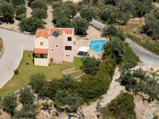 This Villa is in the perfect location, quiet yet only 3 km from from the resort - Rethymnon vacation rentals