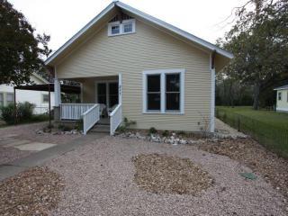 Mistletoe House - Walking Distance to Main Street - Fredericksburg vacation rentals