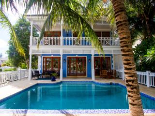Beautifully Renovated 6 bedroom home on canal - Nassau vacation rentals