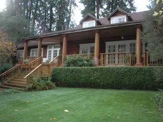 Gorgeous Furnished Home with Yards Near Town - Mill Valley vacation rentals