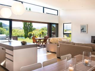 Three Rivers, riverside warm sunny holiday home - Wanaka vacation rentals