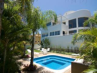 Beautiful Beach Villa at Praia Mole - Florianopolis vacation rentals