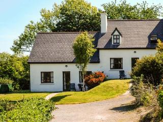 OYSTERHAVEN HOLIDAY COTTAGES, semi-detached, open fire, WiFi, next to a watersports centre, near Kinsale, Ref 915111 - Kinsale vacation rentals
