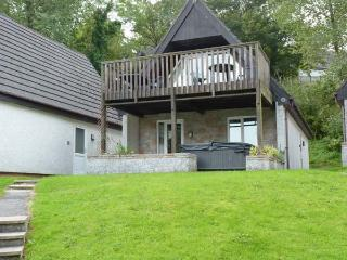 48 VALLEY LODGE, detached, private hot tub, on-site indoor swimming pool, en-suite, pet-friendly cottage near Gunnislake, Ref. 9 - Gunnislake vacation rentals