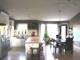 EXECUTIVE 10 min to Edm/sherwood pk, NEW 5 beds! - Sherwood Park vacation rentals