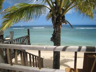 Tamarin: Charming Bungalow , easy access to beach - Tamarin vacation rentals