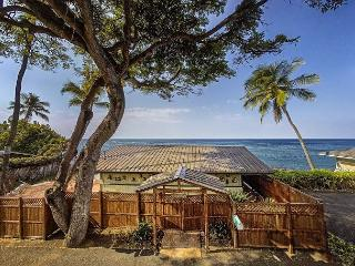 Oceanfront one bedroom Honeymoon Cottage, Breathtaking views - Kailua-Kona vacation rentals