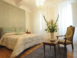 LUXURY CAVOUR - Wonderful flat in Florence's heart - Florence vacation rentals