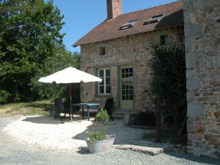 Nice Cottage with Internet Access and Wireless Internet - Ladignac le Long vacation rentals