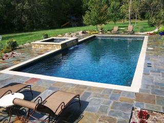 4BR Southampton Home Heated Pool & Jacuzzi sleeps 10, 3 min to village & Beach - Bridgehampton vacation rentals