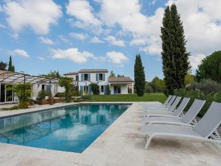 Space and conviviality in the countryside of Aix - Rognes vacation rentals