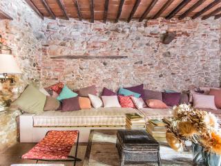 Charming 1 bedroom Pietrasanta Condo with Internet Access - Pietrasanta vacation rentals