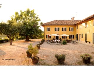 Agriturismo Il Cappallotto in the heart of Barolo - Serralunga d'Alba vacation rentals