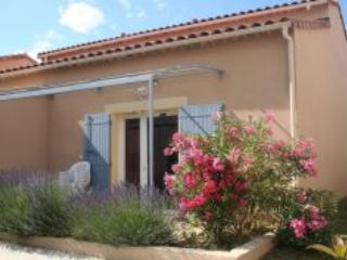 Mas des Arenes, Pet-Friendly 2 Bedroom Holiday Rental in Mouries - Image 1 - Mouries - rentals